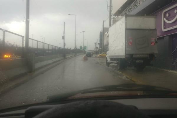 Αποκλειστικά βίντεο Athensmagazine.gr: Χάος στην Αττική! Τρομερές καταιγίδες, χαλάζι και... μεγάλα αντικείμενα στη μέση του δρόμου! (videos)
