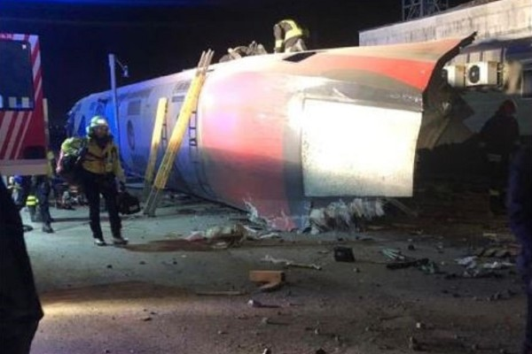 Θρίλερ στο Μιλάνο: Δύο νεκροί από εκτροχιασμό τρένου!
