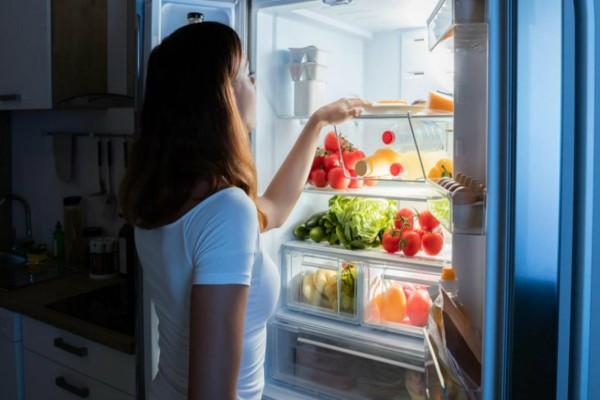 Χρησιμοποιείτε τάπερ για να βάζετε τα μαγειρεμένα φαγητά στο ψυγείο; Μάθετε πότε πρέπει να τα βάζετε στη συντήρηση!