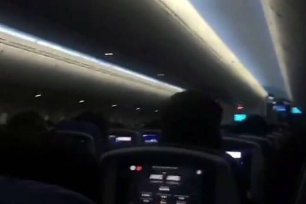 Πτήση τρόμου για 300 επιβάτες: Κλάματα και ουρλιαχτά! Πανικός σε αεροπλάνο! (Video)