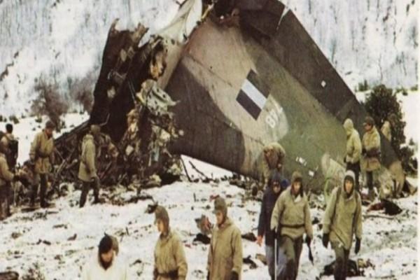 Σαν σήμερα: Το 1991 αεροσκάφος C-130 της Ελληνικής Πολεμικής Αεροπορίας συντρίβεται στο όρος Όθρυς! (Video)