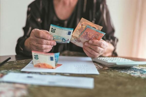 Τεράστιες αυξήσεις στις συντάξεις: Ποιοι θα δουν έως και 200€ επιπλέον στους λογαριασμούς τους;