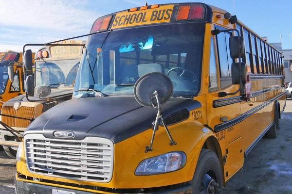 Κάμερα κατέγραψε τις σκηνές τρόμου σε τροχαίο σχολικού λεωφορείου! Μαθητές πετάχτηκαν στον αέρα!