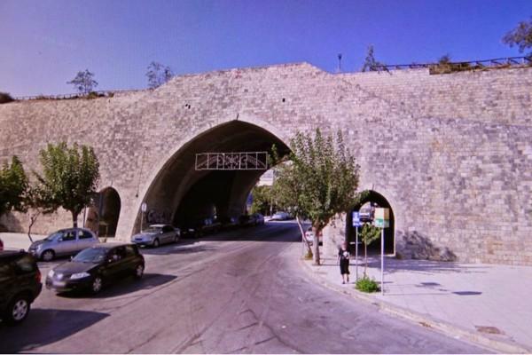 Σοκ στην Κρήτη! Γυναίκα έπεσε από τα Τείχη στο Κομμένο Μπεντένι!