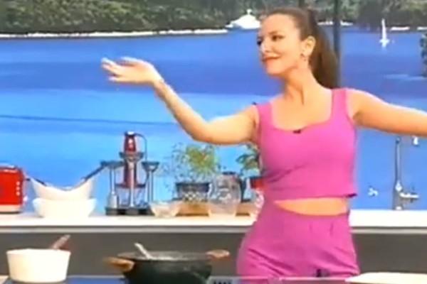 Καυτό τσιφτετέλι: Τώρα είναι έγκυος, πριν 2 χρόνια όμως ο χορός της Ελληνίδας παρουσιάστριας ανέβαζε την τηλεθέαση στα ύψη!