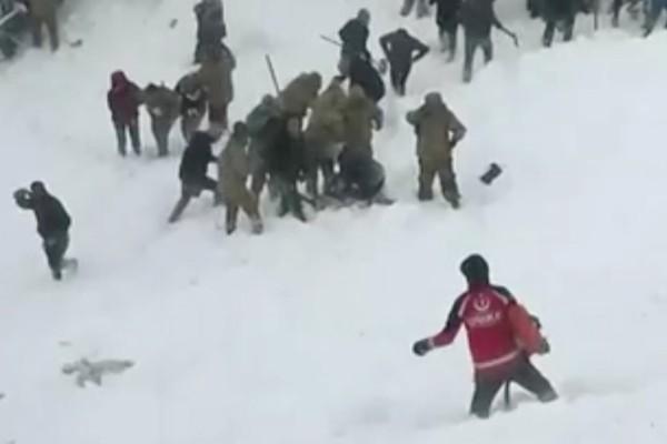 Βίντεο που σοκάρει από τη χιονοστιβάδα στην Τουρκία με τους 41 νεκρούς!