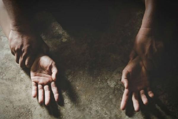 Φρίκη στην Ηλεία: Άνδρας χτύπησε τη μάνα και βίασε την κόρη!