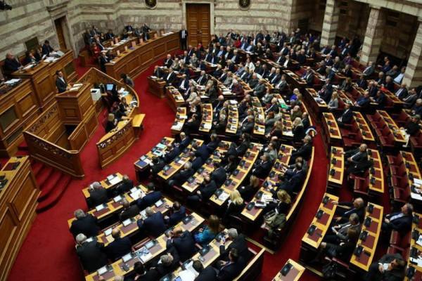 Έπος! Θεούλης υπουργός προσπαθεί να μην κοιμηθεί στη συζήτηση για τον προϋπολογισμό! (video)