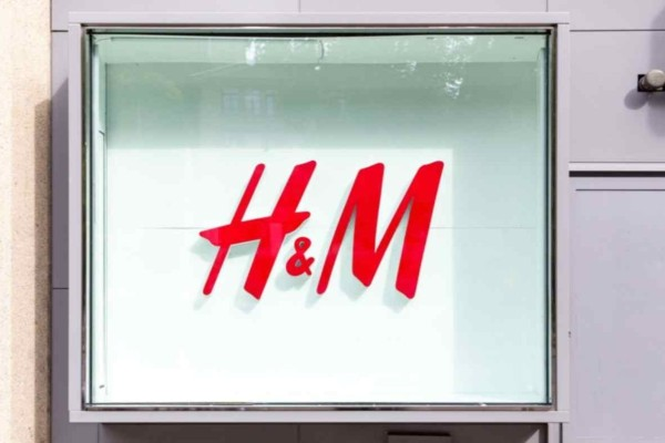 H&M: Βρήκαμε την φούστα που έκανε πάταγο τον Μάρτιο! Κοστίζει μόλις 7 ευρώ