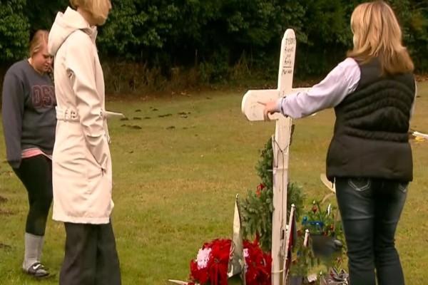 Μια μητέρα επισκέφθηκε τον τάφο του παιδιού της - Όταν είδε μια μυστηριώδη γυναίκα να πλησιάζει δεν πίστευε στα μάτια της