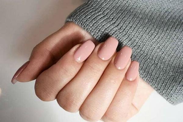 2+1 λόγοι για να μην αποχωριστείς ποτέ τα nude νύχια σου!