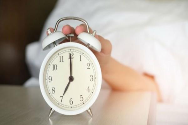 Αλλαγή ώρας: Πότε γυρίζουμε τους δείκτες του ρολογιού;