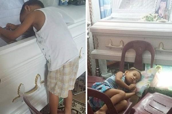 Παιδάκι δεν αποχωρίζεται το φέρετρο της μητέρας του και ρωτάει συνέχεια γιατί δεν κοιμούνται πια μαζί - Θα δακρύσετε