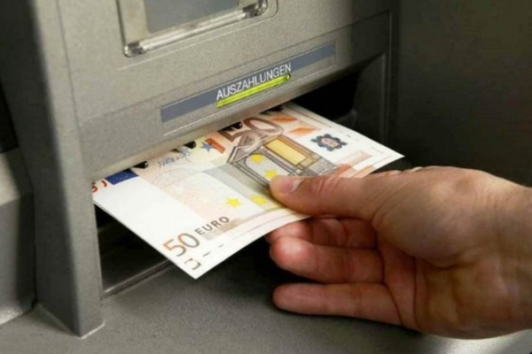 Πηγαίνετε στο ATM, σηκώστε χρήματα και αφήστε την κάρτα σπίτι - Ένα μήνα μετά θα γίνει κάτι τρομερό