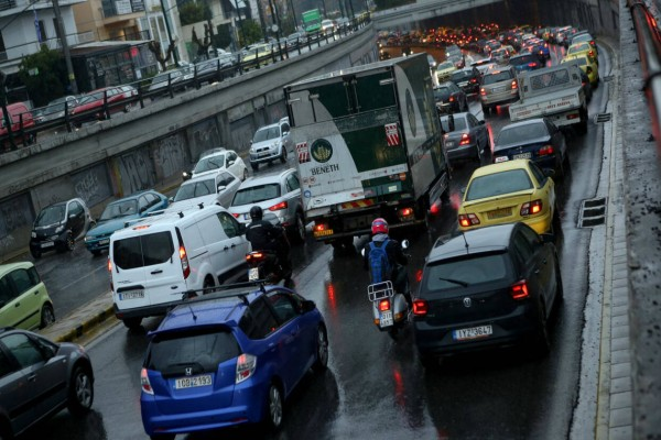 Πανικός στους δρόμους της Αθήνας λόγω κακοκαιρίας! Δείτε πού έχει μποτιλιάρισμα!
