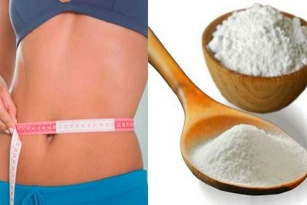 Βάζει μαγειρική σόδα με λεμόνι και άλλα 2 υλικά σε νερό και το πίνει - Η αλλαγή στο σώμα σας είναι εγγυημένη