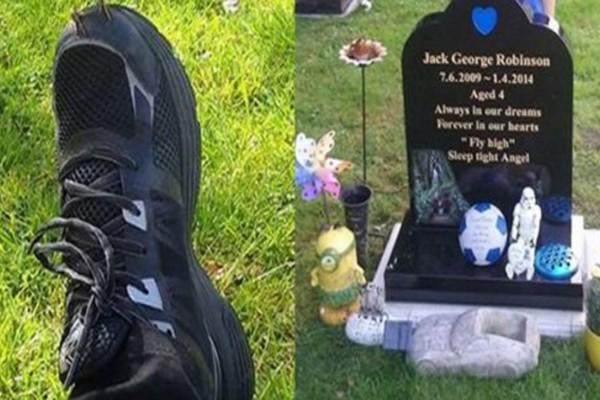Μια μητέρα έκλαιγε στον τάφο του γιου της παρακαλώντας για ένα σημάδι - Τότε είδε στο πόδι της να...