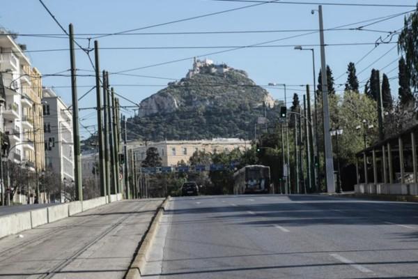 Η φωτογραφία της ημέρας: Άδειοι οι δρόμοι της Αθήνας