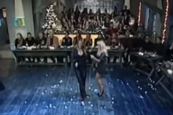 Δυο γυναικάρες χορεύουν τσιφτετέλι και βάζουν φωτιά στην πίστα!
