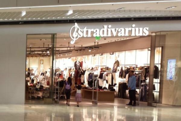 Stradivarius: Ανακαλύψαμε το κορυφαίο ανοιξιάτικο μπλουζάκι με μόλις 9,99€!