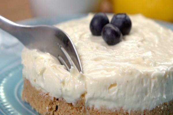 Cheesecake λεμονιού με ζαχαρούχο γάλα! Θα το ερωτευτείτε