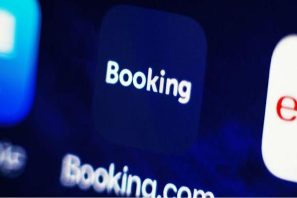 Booking: Ραγδαίες εξελίξεις με τον κορωνοϊό