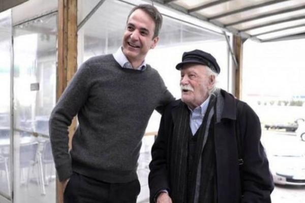 Μανώλης Γλέζος: Μεσίστια στην Ακρόπολη ζήτησε τη σημαία ο Κυριάκος Μητσοτάκης