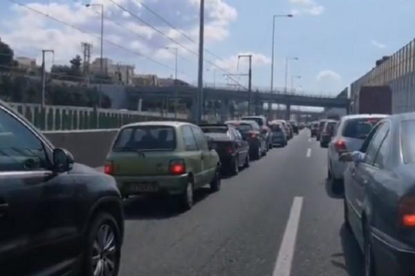 Τραγωδία: Άμυαλοι Ελληνάρες σχηματίζουν ουρές στα διόδια - Σπεύδουν για διακοπάρες στα χωριά τους