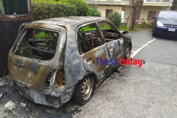 Κορωνοιός: Έκαψαν ΙΧ που το χρησιμοποιούσαν για διανομή τροφίμων σε ευπαθείς ομάδες