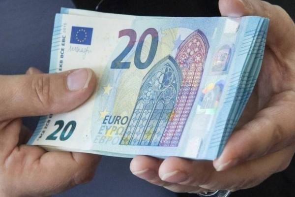 Τεράστια ανάσα: Επίδομα 1000 ευρώ σήμερα στους λογαριασμούς σας