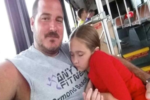 Αυτός ο πατέρας αναγκάστηκε να μεγαλώσει ολομόναχος την κόρη του -  8 χρόνια αργότερα η ιστορία του εμπνέει χιλιάδες γονείς σε όλο τον κόσμο!