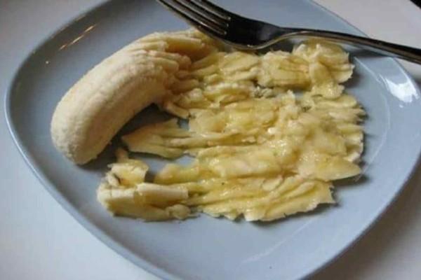 Λιώνει μια μπανάνα και βάζει μέλι -  Το αποτέλεσμα; Θα σώσει πολλούς