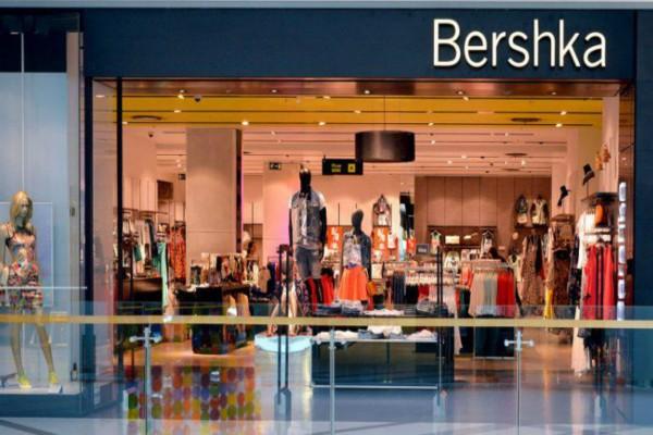 Bershka: Βρήκαμε την πιο σέξι ολόσωμη φόρμα με διαφάνεια με μόλις 17,99€!