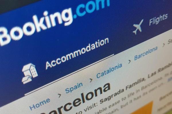 Σκάνδαλο με την Booking: Δεν ακυρώνει δωρεάν κρατήσεις στην Ελλάδα λόγω κορωνοϊού