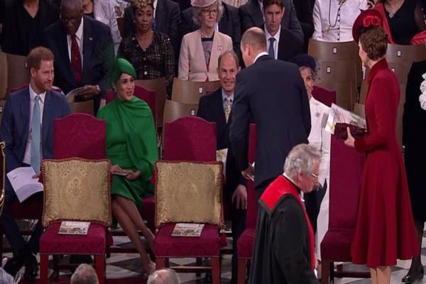 Αδιανόητο κράξιμο στον Πρίγκιπα Ουίλιαμ και την Κέιτ Μίντλετον! Αγνόησαν σε τελετή τον Πρίγκιπα Χάρι και τη Μέγκαν Μαρκλ!