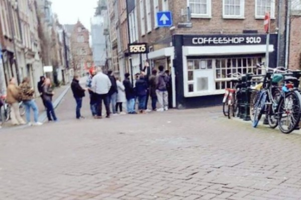 Κορωνοϊός: Ουρές στα ... coffee shop στην Ολλανδία για λίγη κάνναβη!