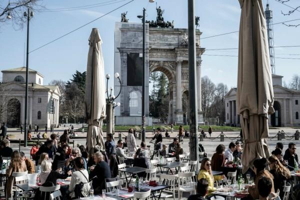 Το αδιαχώρητο στην Ιταλία! Οι εφημερίδες ζητούν από τον κόσμο να κάτσει σπίτι του!