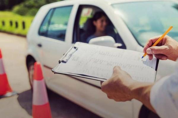 Κορωνοϊός: Αναστέλλονται και οι εξετάσεις για τα διπλώματα οδήγησης στην Αττική