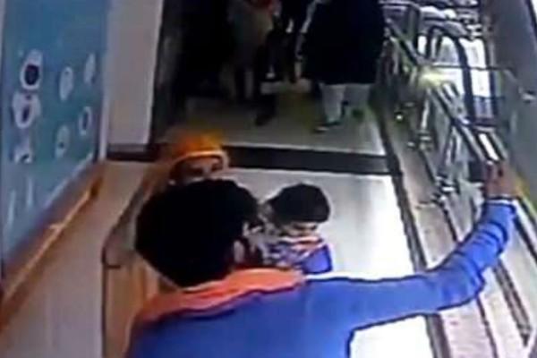 Έβγαζε selfie αγκαλιά με το 10 μηνών μωρό της - Αυτό που έγινε στη συνέχεια θα κάνει το αίμα σας να παγώσει!
