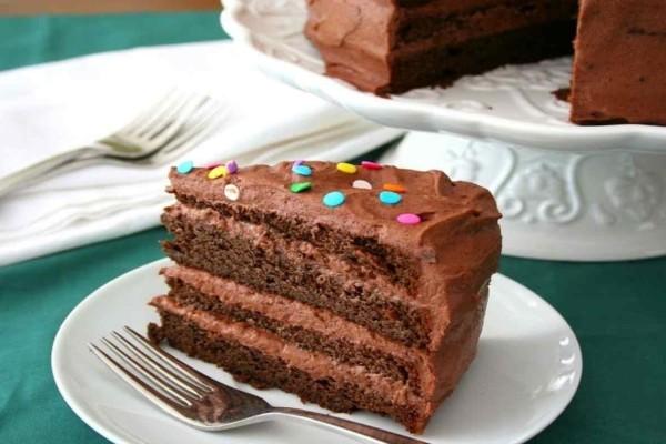 Νηστίσιμη τούρτα σοκολάτα με λίγα υλικά