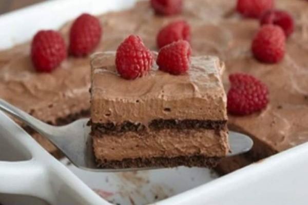 Σοκολατένιο γλυκό ψυγείου με 5 υλικά