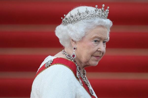Τρόμος για τον κορωνοϊό και στο Μπάκιγχαμ: Ακυρώνει τις δημόσιες εμφανίσεις της η Βασίλισσα Ελισάβετ!