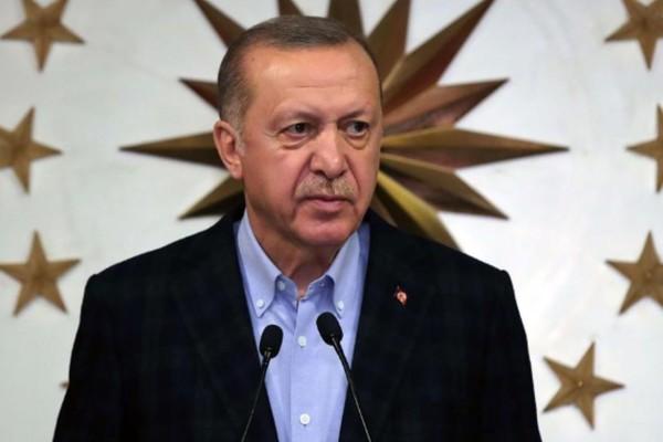 Οι Τούρκοι ξύπνησαν και κράζουν τον Ερντογάν: «Έφαγαν, ήπιαν, απόλαυσαν… Τώρα ζητούν από το λαό να πλύνει τα πιάτα»