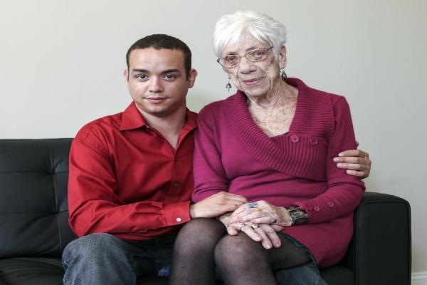 31χρονος έχει σχέση με 91χρονη γιαγιά: Η ιστορία που δίχασε τον πλανήτη!
