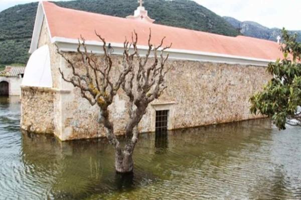 Σαν θαύμα: Η εκκλησία «φάντασμα» που αναδύθηκε στην Κρήτη από το πουθενά