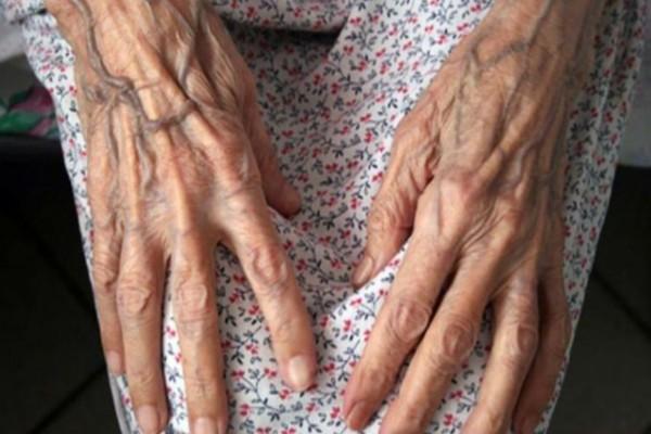 97χρονη γιαγιά ξεπέρασε τον κορωνοϊό και πήρε εξιτήριο!