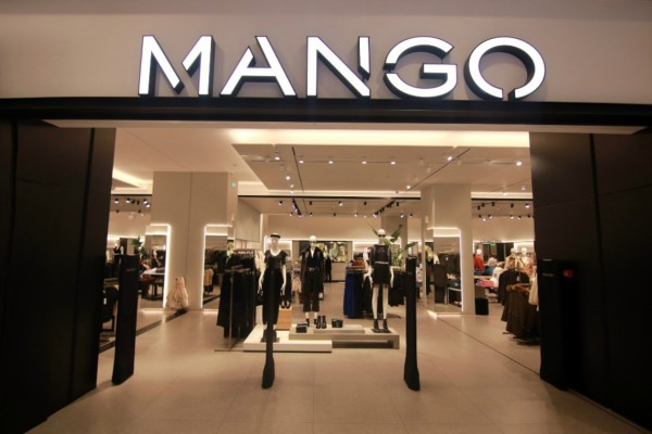 Χαμός στα Mango: Το ψηλόμεσο skinny παντελόνι που κάνει θραύση κοστίζει μόλις 19,99€!