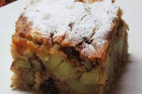 Το πιο εύκολο και νόστιμο κέικ μήλου με μέλι και κανέλα χωρίς μίξερ και με ελάχιστες θερμίδες