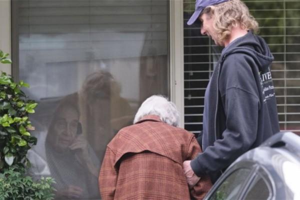 Ραγίζουν καρδιές οι εικόνες: Χώρισαν μετά από 60 χρόνια γάμου... λόγω κορωνοϊού!