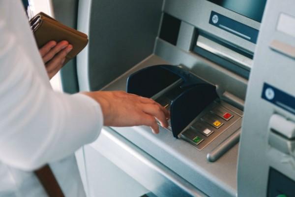 3+1 συναλλαγές που δεν θα γίνονται από σήμερα στις τράπεζες